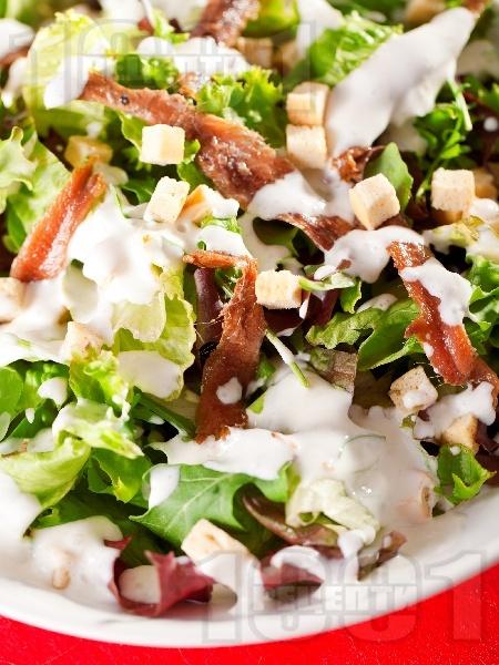 Зелена салата с рукола и аншоа - снимка на рецептата